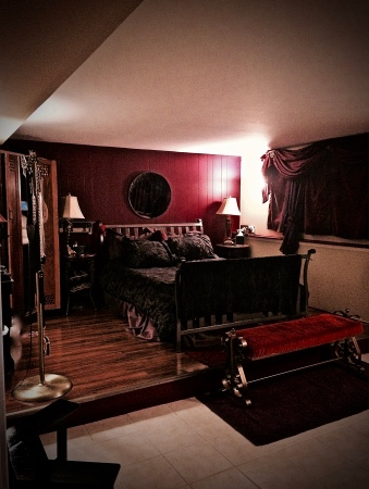 Welcome to your boudoir in the original InnThrall Suite